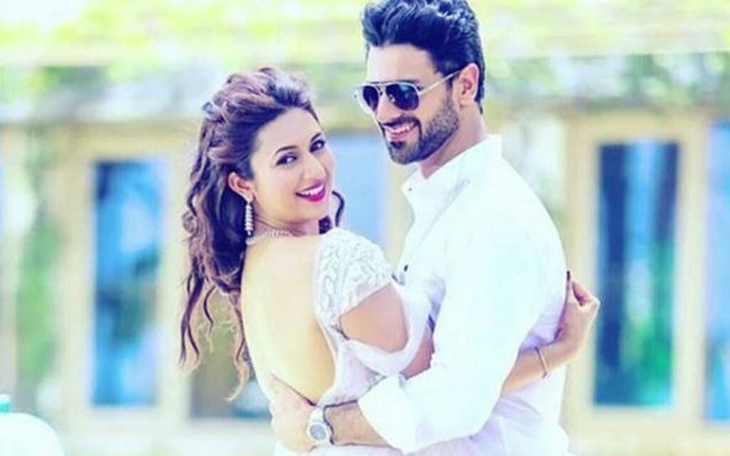 "Divyanka Tripathi Declares There's A ""Baby On The Way"" & The Internet Can't Keep Calm"