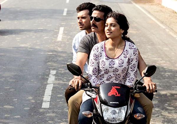 divyendu sharma akshay kumar bhumi pednekar riding bike in toilet ek prem katha