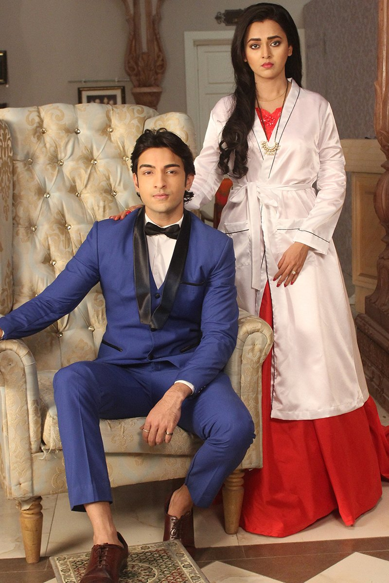 diya and ratan don a victorian look in a bathrob