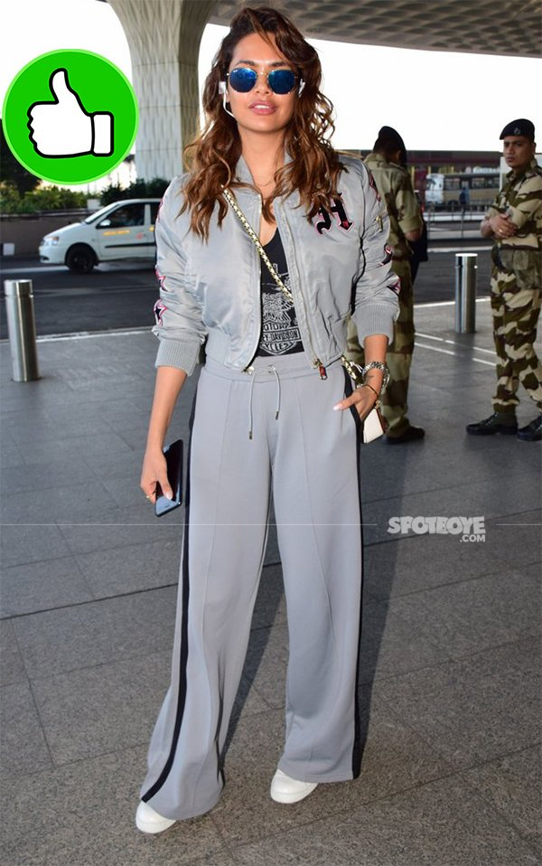esha gupta at the airport