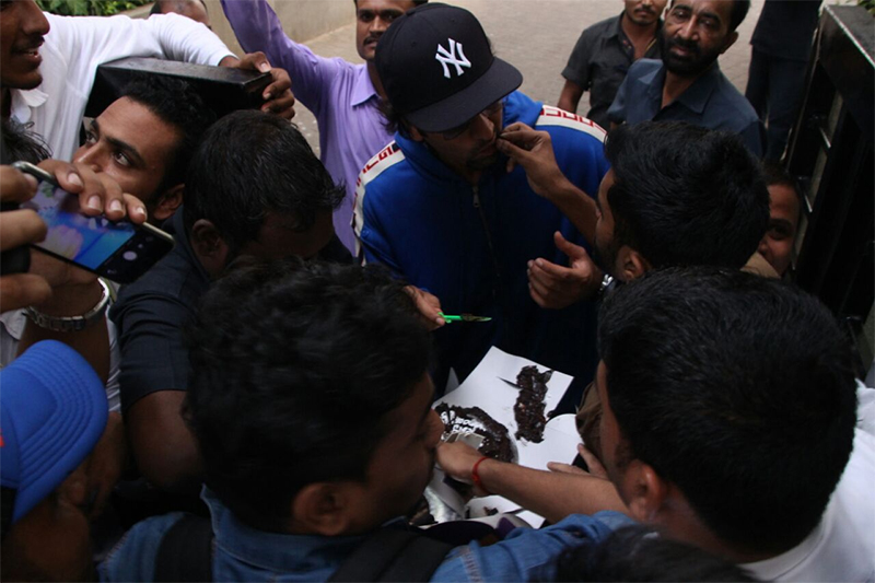 fans celebrate ranbir kapoors birthday by cutting a cake