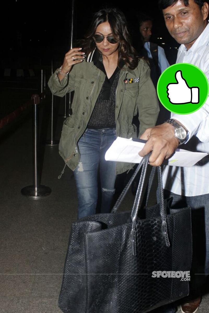 gauri khan at the airport