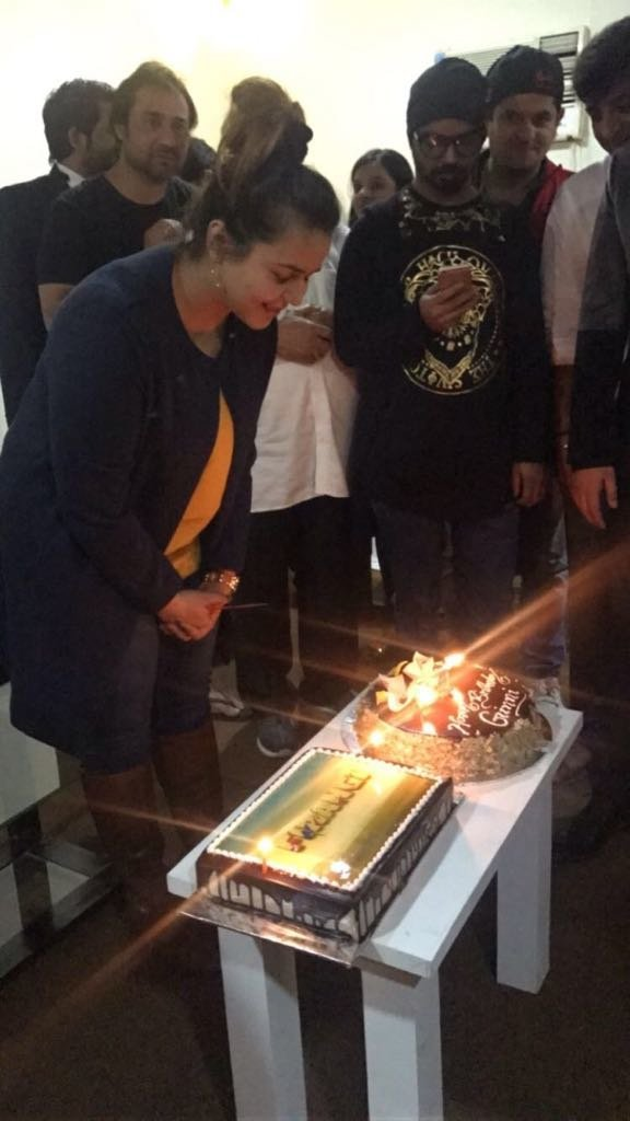 ginni cut her birthday cake