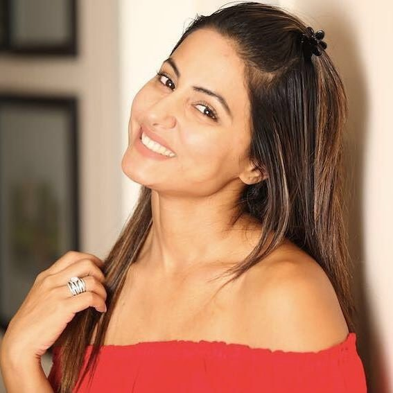 hina khan poses for a picture