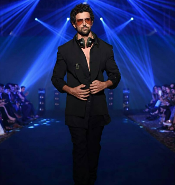 hrithik roshan walks the ramp for fashion designer nikhil thampi