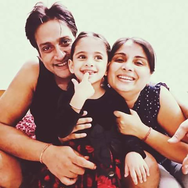 inder kumar with wife pallavi and daughter