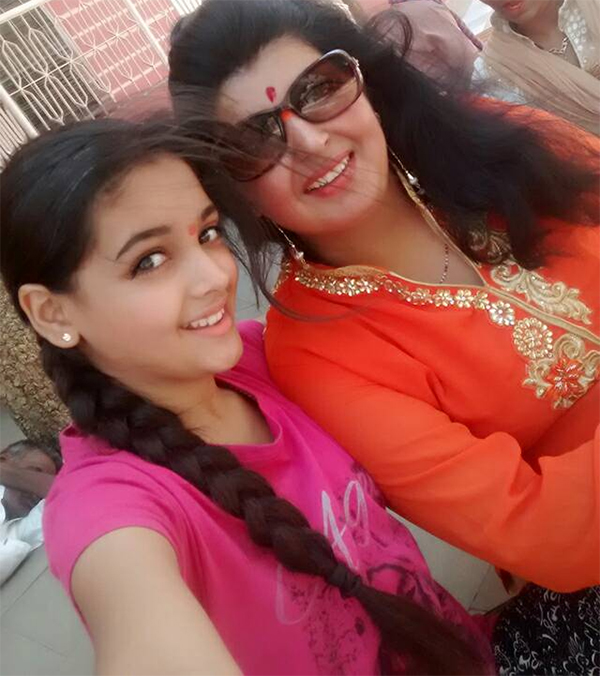 inder kumars ex wife sonal kariya and daughter khushi