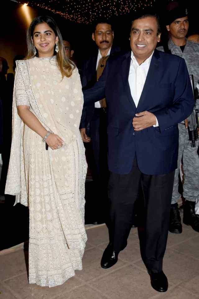 isha with dad mukesh ambani at poorna patel reception