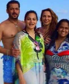 iulia vantur at an outing with salman and family