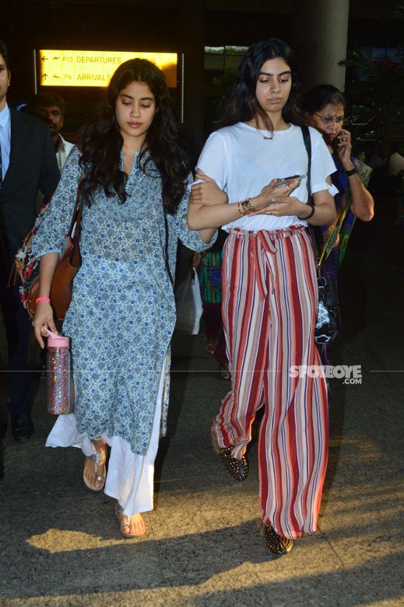 janhvi and khushi kapoor at the airport