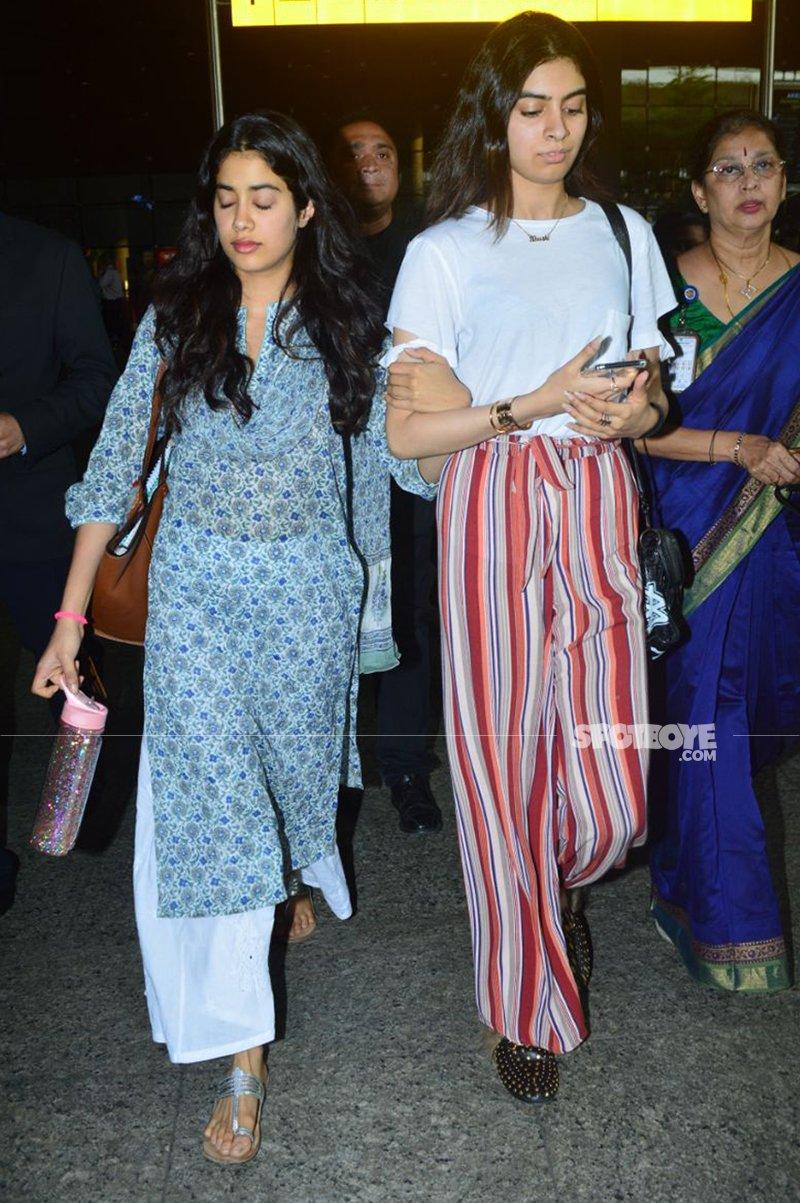 janhvi and khushi kapoor at the mumbai airport