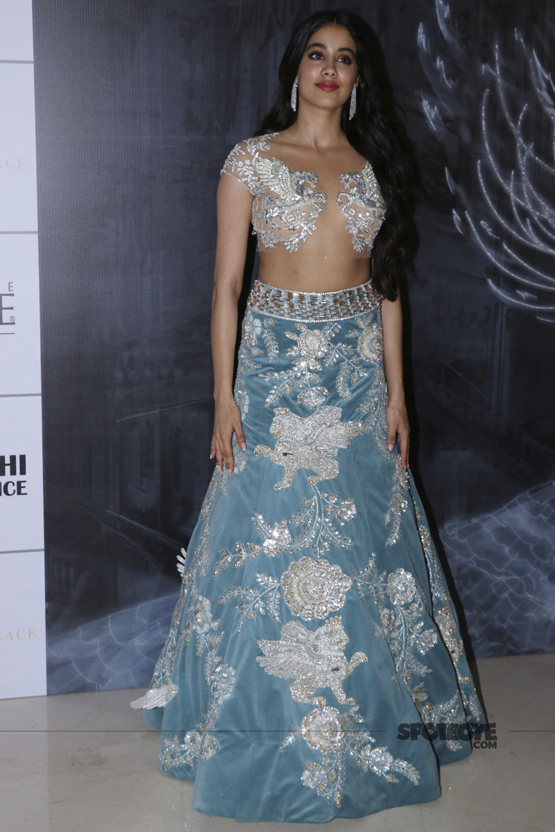 janhvi kapoor at manish malhotra show
