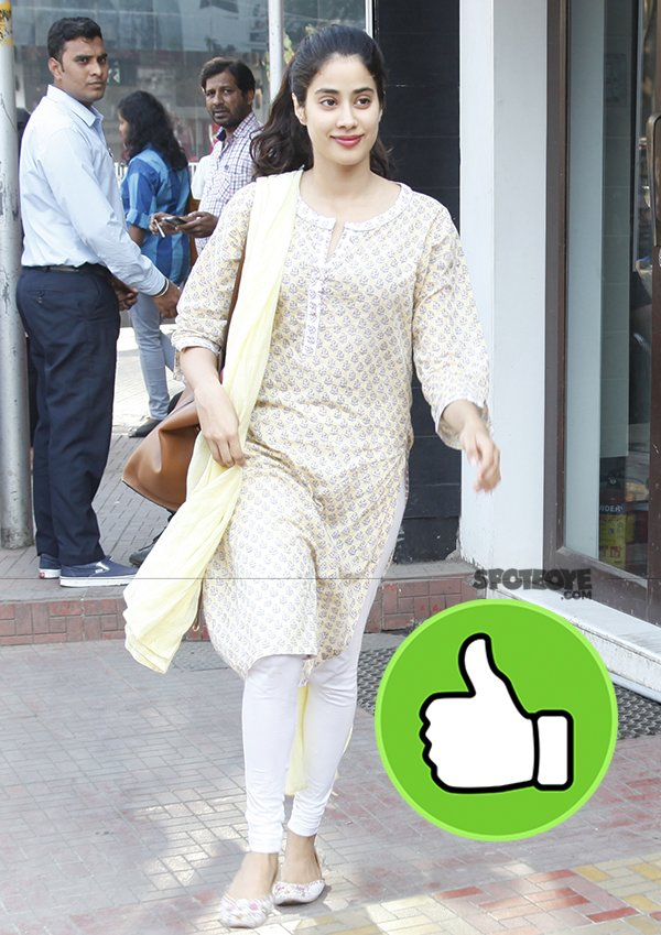 janhvi snapped post lunch in bandra