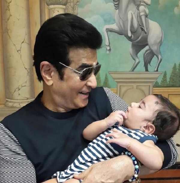 jeetendra holding baby