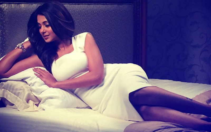 Inside Jennifer Winget's Vanity Van: Actress Welcomes Unknown Visitor With Open Arms