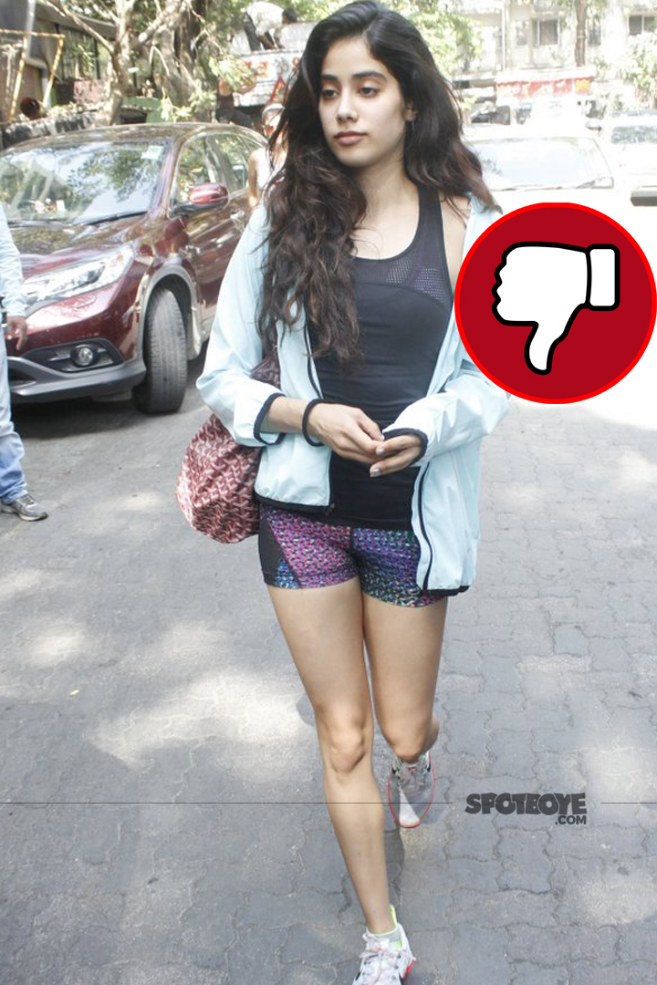jhanvi kapoor looks unappealing to us in this attire