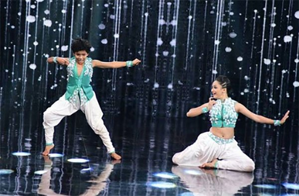 a contestant performing in super dancer 2