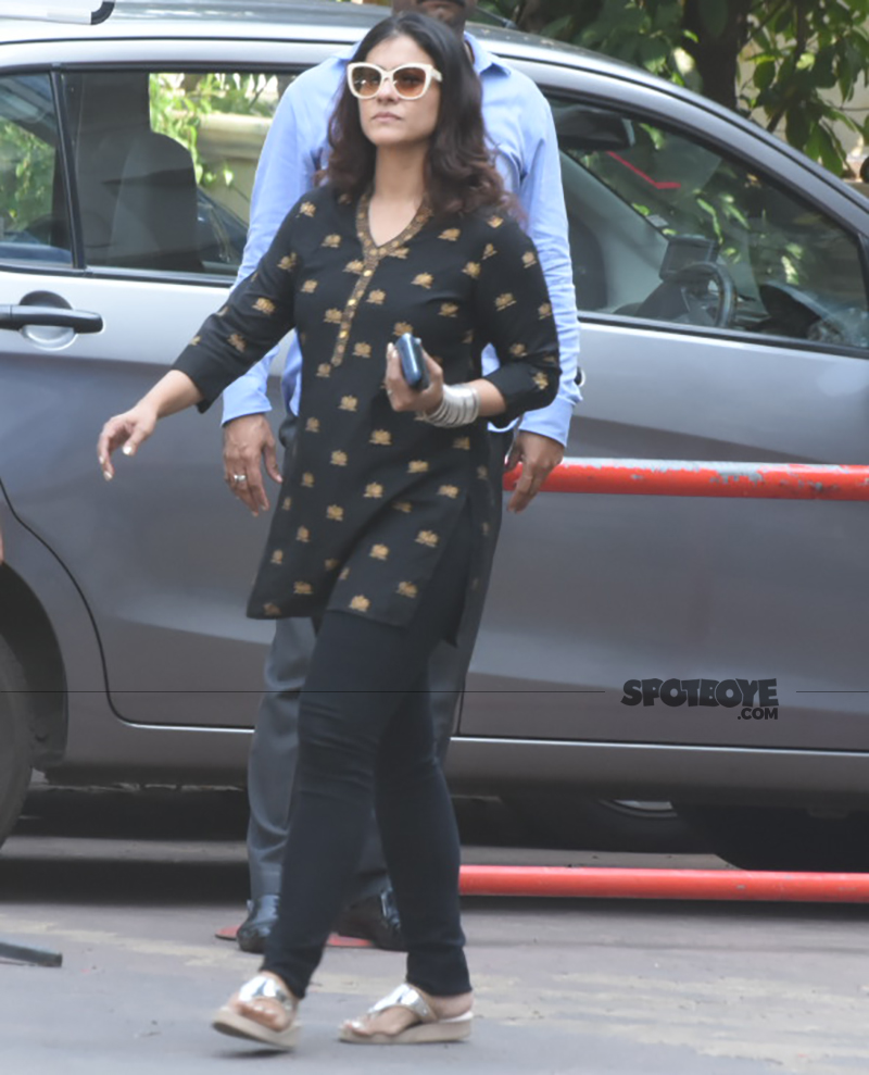 kajol devgn at rani mukerji s father prayer meet