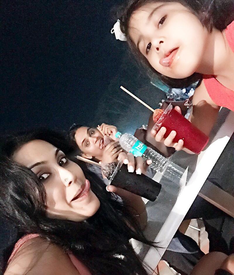 kamya punjabi with daughter in goa