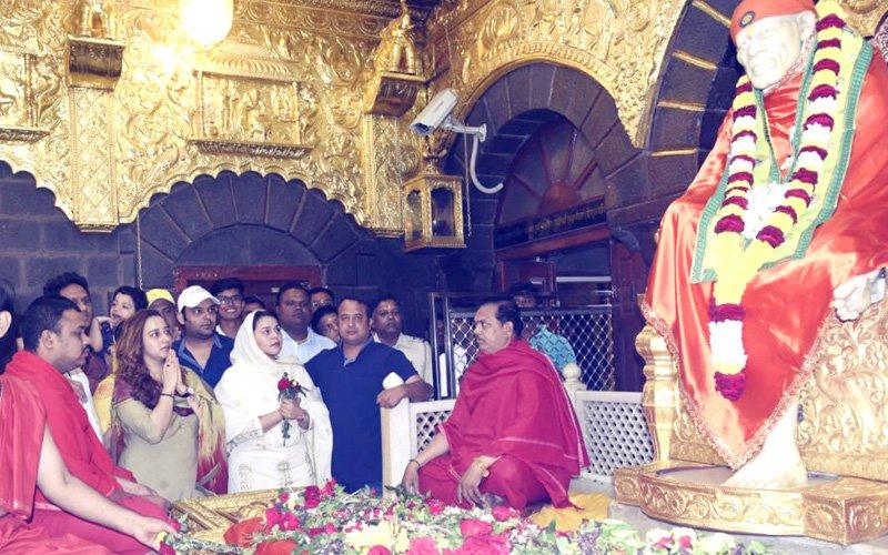 Kapil Sharma & Ladylove Ginni Seek Divine Blessings Ahead Of Firangi's Release
