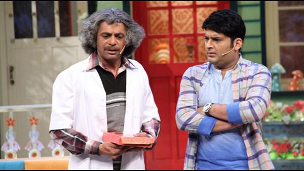 kapil sharma and Dr.Gulati on Stage
