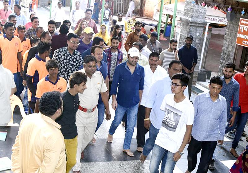 kapil sharma visits shirdi sai baba temple