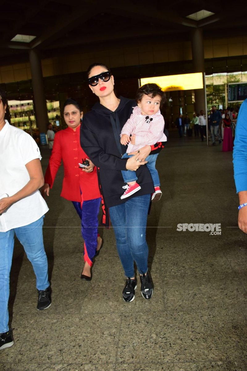 kareena makes her way out of the airport