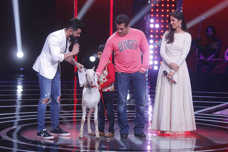 katrina kaif and salman khan meets sultan on the sets of the voice india kids