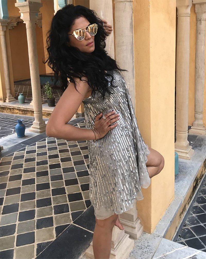 kavita kaushik poses for a pic at haveli in rajasthan