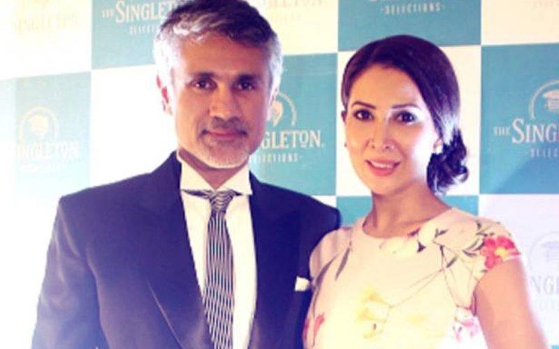 ROMANCE THROUGH POEMS: Kim Sharma & Arjun Khanna's LOVE MESSAGE Decoded!
