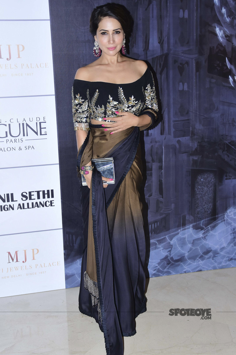 kim sharma at manish malhotra show