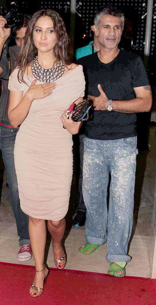 kim sharma snapped with arjun khanna