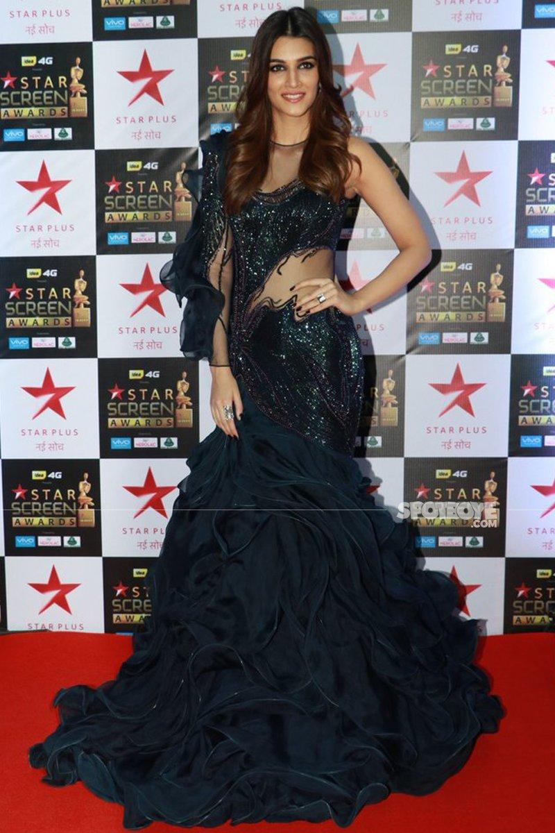 kriti sanon at star screen awards