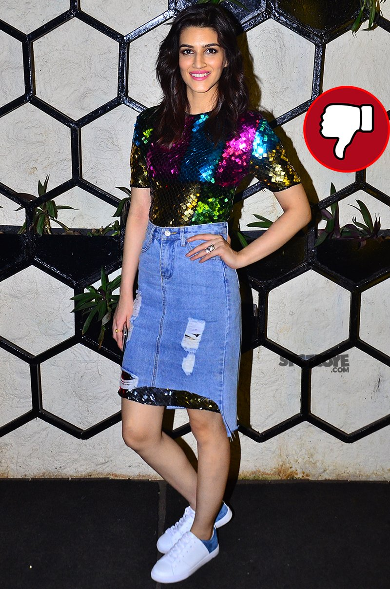 kriti sanon poses for the shutterbugs