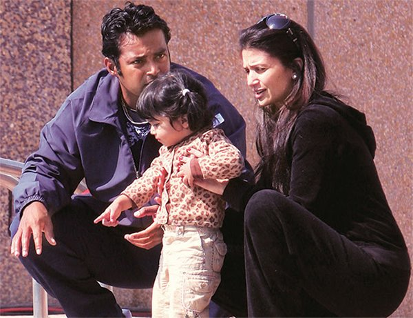 leander paes with wife rhea and daughter aiyana