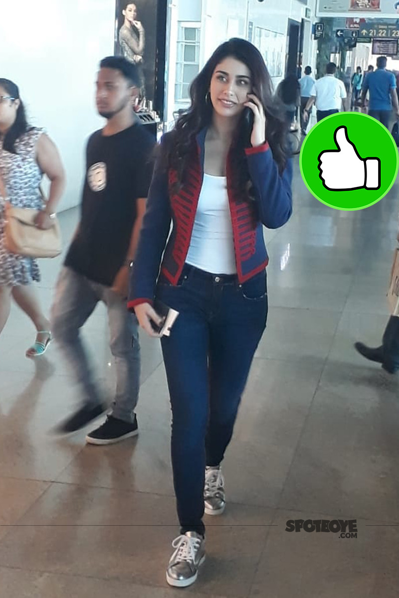 loveratri actress warina hussain spotted in vadodara airport
