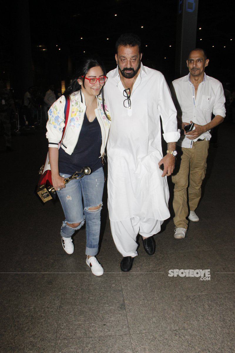 maanyata and sanjay dutt snapped at the aiport