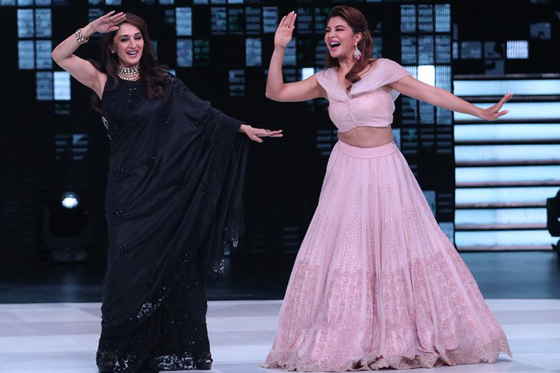 madhuri dixit with jacqueline fernandez on dance deewane