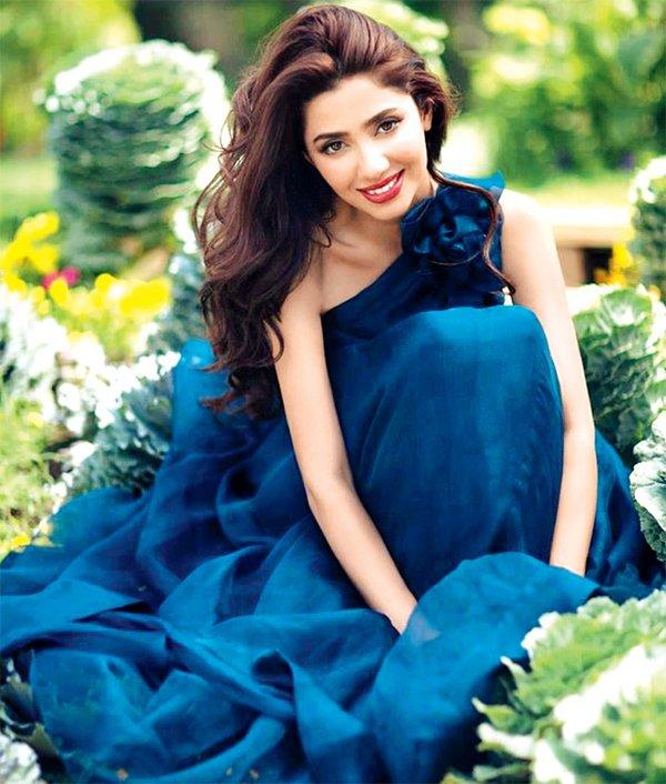 mahira khan looks hot