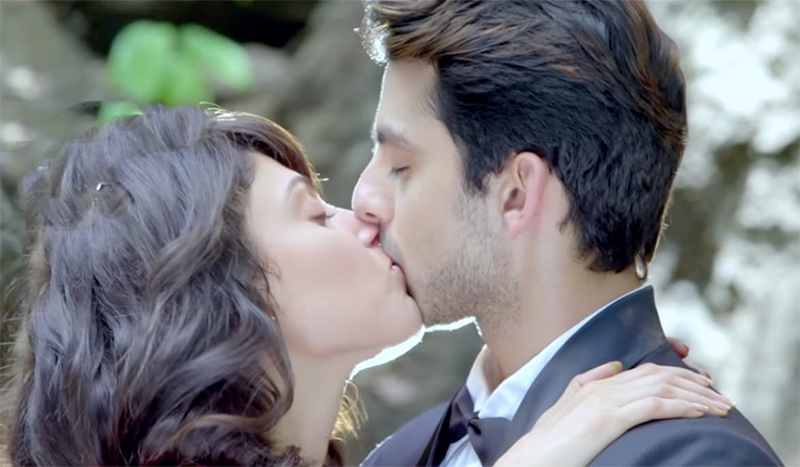 manjari phadnis kissing himansh kohli sex scene in jeena isi ka naam hai