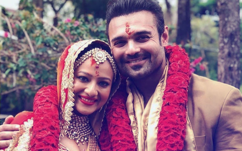 It's Official: Mimoh Chakraborty & Madalsa Are Now Man & Wife