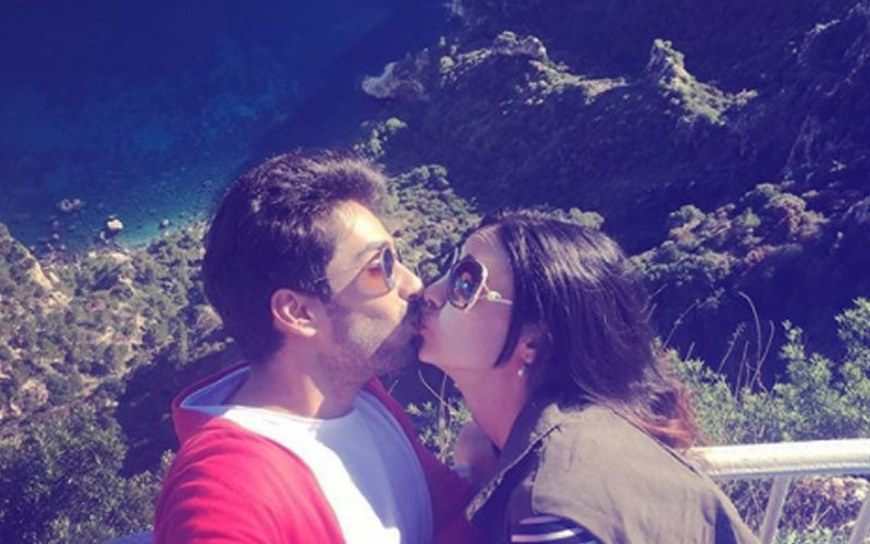 Mohit Sehgal & Sanaya Irani Share A LIPLOCK On Social Media