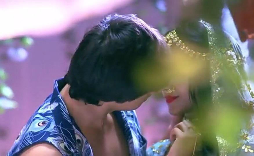mohsin khan and shivangi joshi about to kiss