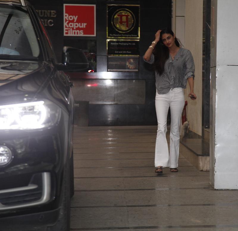 mubarakan actress athiya shetty spotted outside filmmaker ashutosh gowarikers office