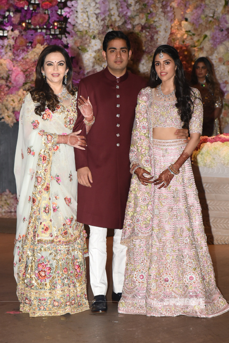 neeta ambani with son akash ambani and shloka mehta