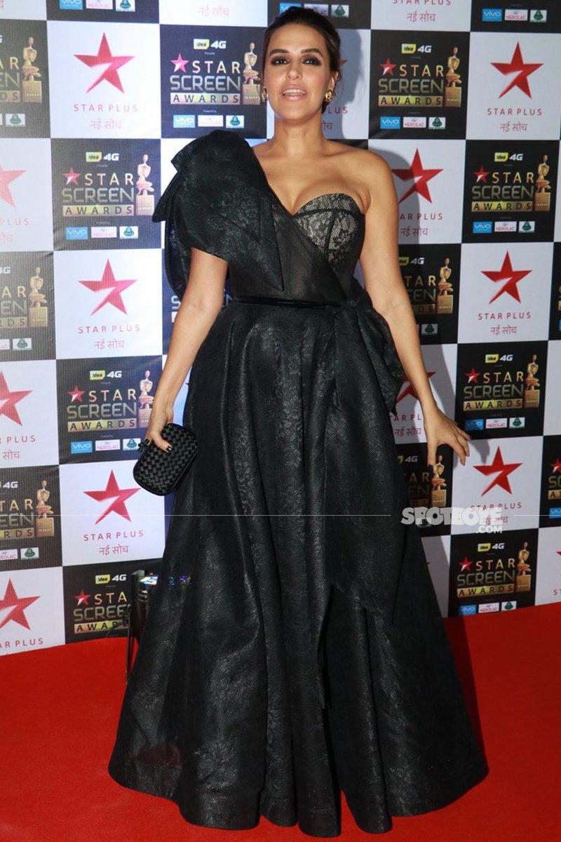 neha dhupia at star screen awards