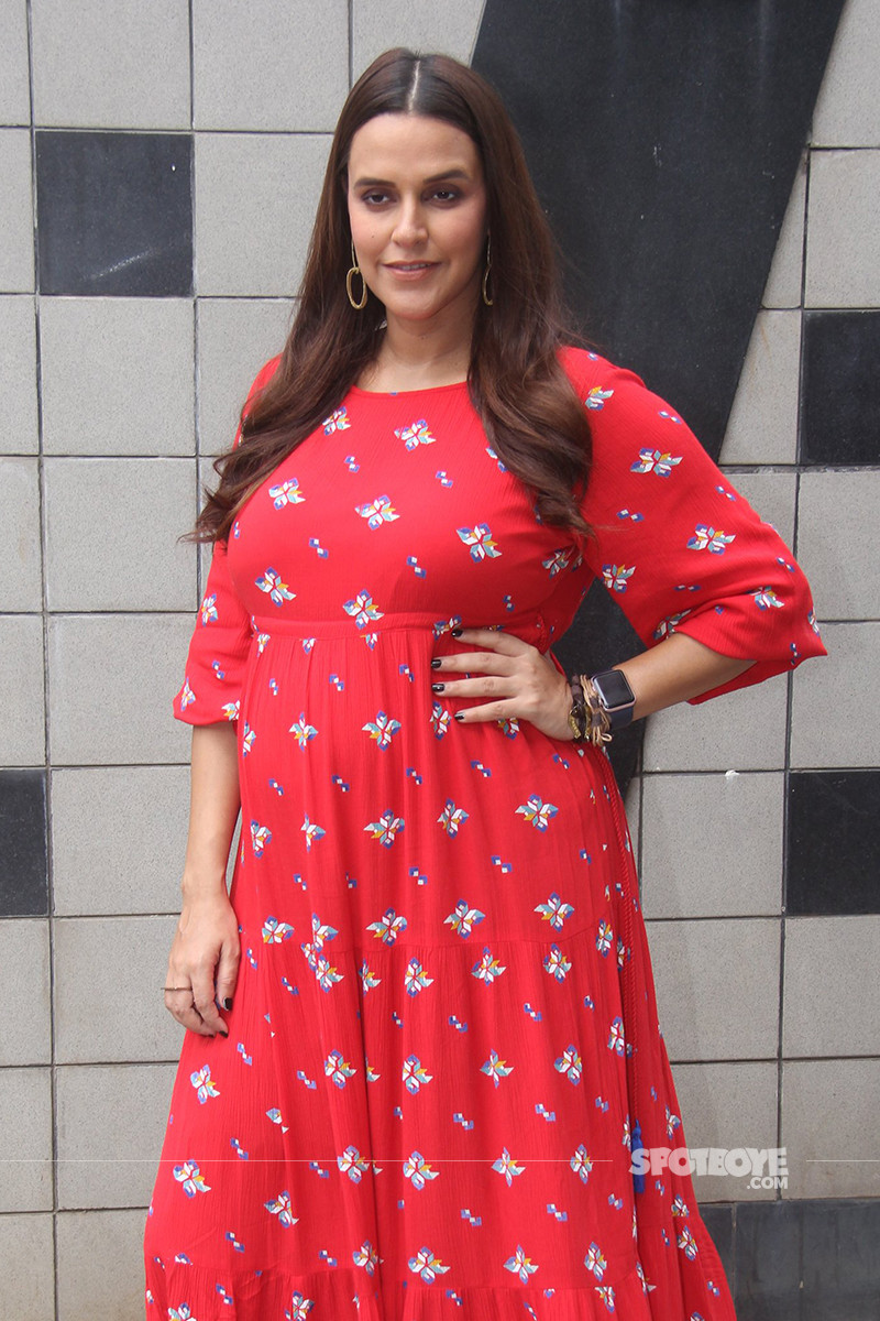 neha dhupia is all smiles for the shutterbugs