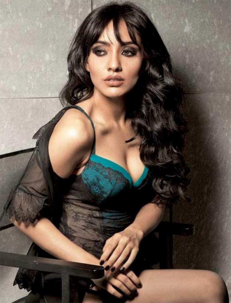 neha sharma was dangerously mobbed by fans