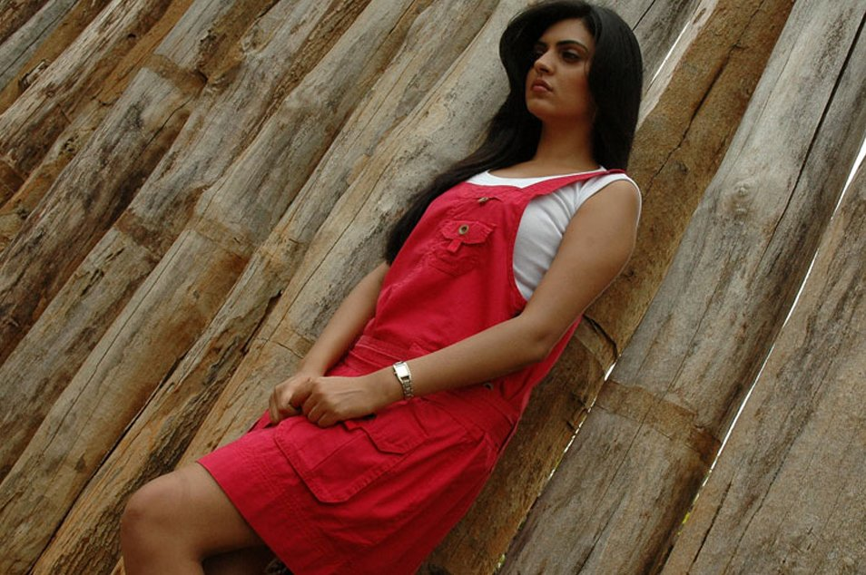 niharika singh looks cute in a pink dress