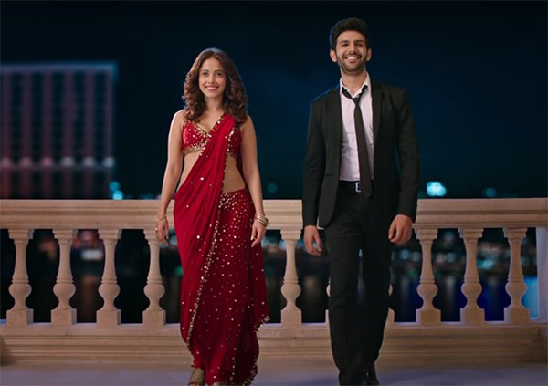 a still of nushrat bharucha and kartik aaryan from sonu ke titu ki sweety